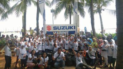 siswa-dan-manajemen-suzuki-marine-berfoto-bersama
